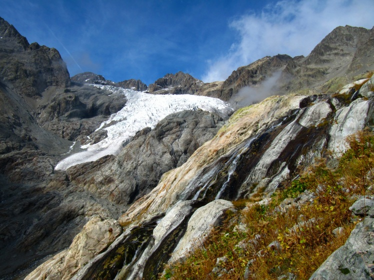 A small glacier in the French Alps flowing down from a cirque. (Credit: Julia Rosen)
