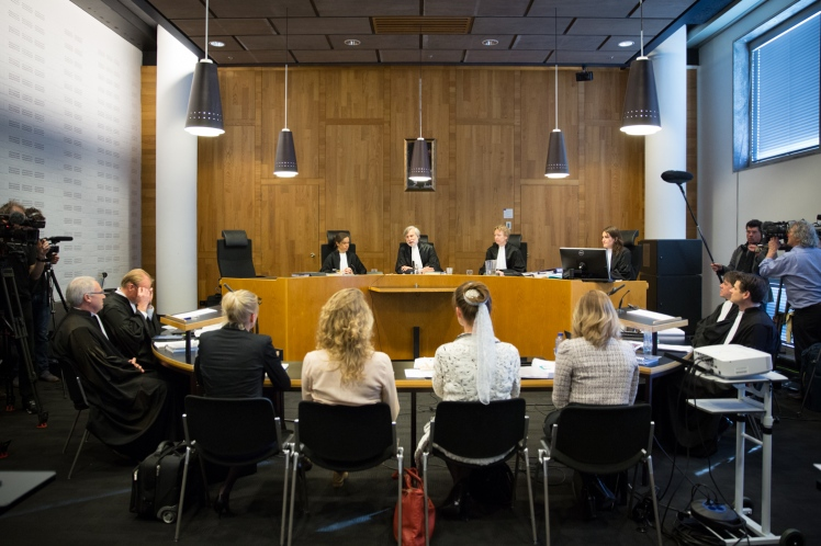 On April 14, the Urgenda Foundation and 900 plaintiffs argued before judges at The Hague that the Netherlands has not taken appropriate measures to combat climate change. (Credit: Chantal Bekker/Urgenda)