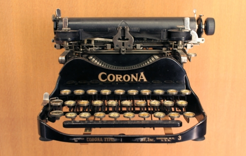 A Corona typewriter from the 1920s. (Credit: Coyau via Wikimedia Commons)