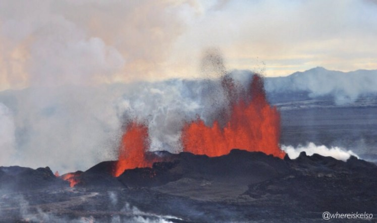 Sixty million years ago, the mantle plume that now feeds eruptions in Iceland (like Holuhraun, above) brought deep mantle material to the surface, which contains clues about the origin of Earth's water. (Credit:  whereiskelso via Flickr)